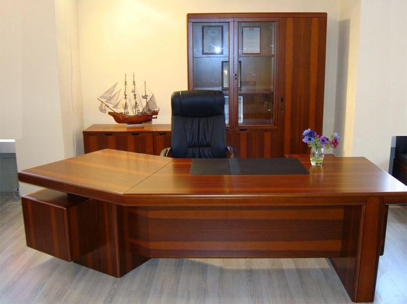 Стол руководителя YDK 303 с кожаной накладкой