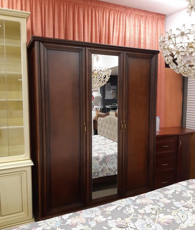 Шкаф Венеция 3-х дверный